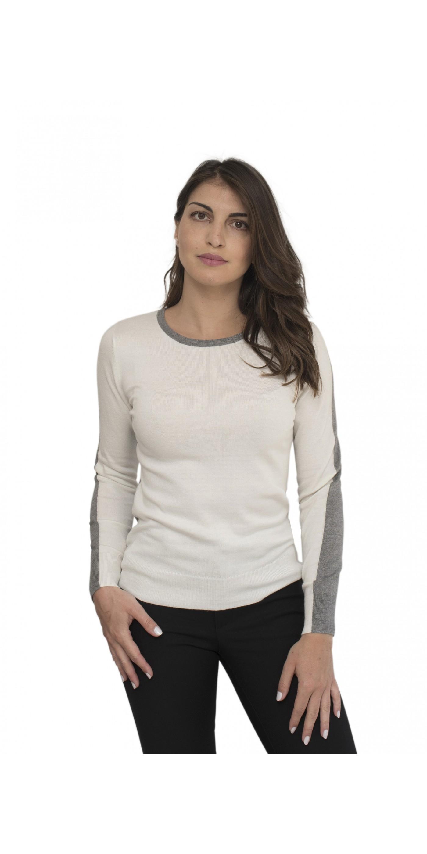 031e1b116ab2 Off white γυναικεία μπλούζα με γκρι στο μανίκι και στην λαιμόκοψη. Loading  zoom